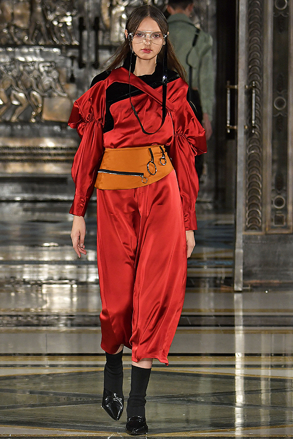 Lunyee_LFW_SS18_Runway_Show_Spring_Summer_2018_Trends_Fashion_style_blog_blogger_RTW_red_straps_sportswear