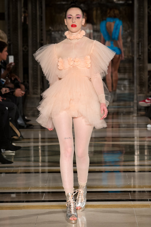 Pam_hogg_London_Fashion_Week_Spring_Summer_2018_SS18_Day_1_Tulle_Look_fashion_style_blog