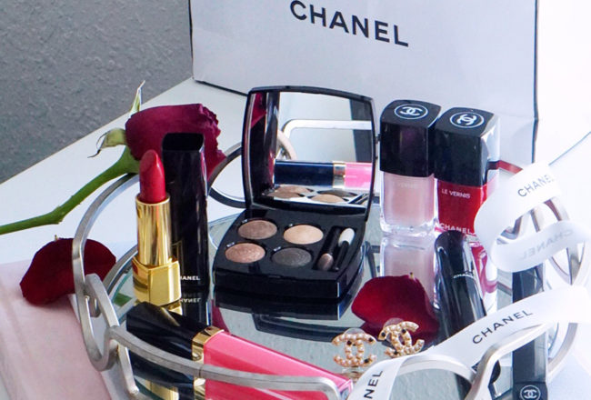 Chanel Beauty Day to Night Look #ad #chanel #chanelpartner #chanelbeauty #blogger #fashionblogger #styleblogger #streetstyle #beautyvanity #beautytable #beautyproducts #makeuptips #holidays #party #redlips