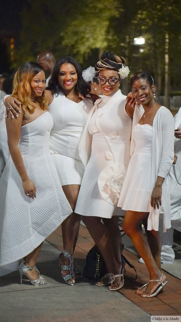 Diner_en_Blanc_Orlando_Paris_White_Party_Style_Outfit_Accessories52